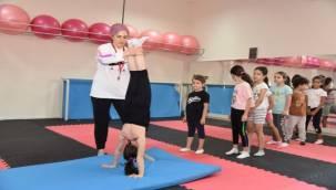 Yunusemreli Minikler Jimnastik Yapıyor